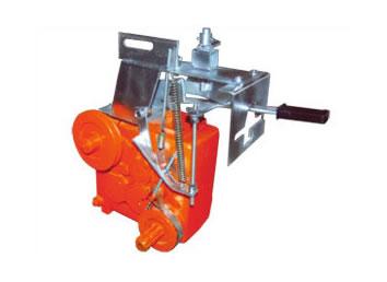 卷盘式喷灌机的工作原理:把主机摆放到灌溉